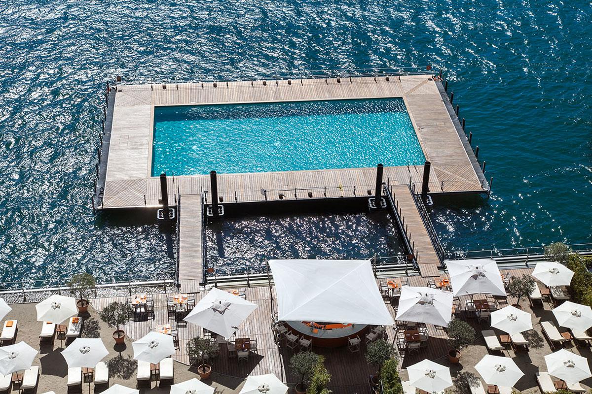 la piscine flottante sur le lac de c me wateronthewater grand h tel tremezzo. Black Bedroom Furniture Sets. Home Design Ideas
